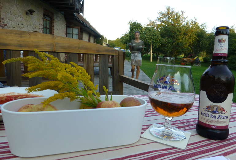 cena en el hotel rural karlamuiza